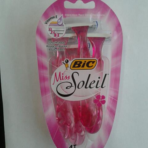Станок женский одноразовый для бритья Bic Miss Soleil 4 шт. (Бик мисс солей 3 лезвия оригинал