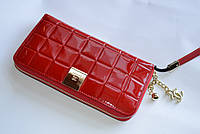 Стильный кошелек на молнии CHANEL лаковый красного цвета
