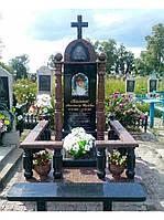 Одинарное надгробие с  красными колоннами №5