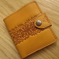 Кожаный кошелек с узором- орнамент (горчичный)