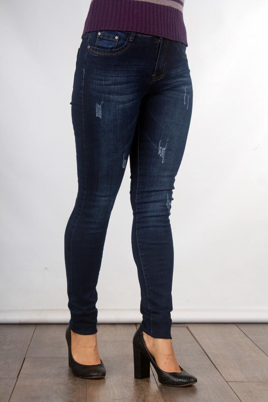 Классические женские джинсы зауженного кроя 205