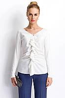 Женская блуза цвета экри с длинным рукавом, украшена жабо. Модель P54 Sunwear, коллекция осень-зима 2015