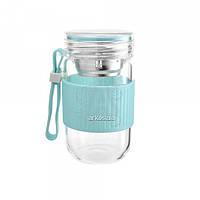Бутылка 459.3 стеклянная с ситечком для заварки синего цвета
