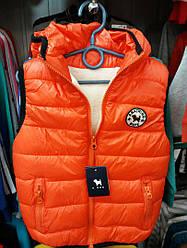 Жилетка  детская  на мягком белом  меху цвет оранжевый 98-104 см