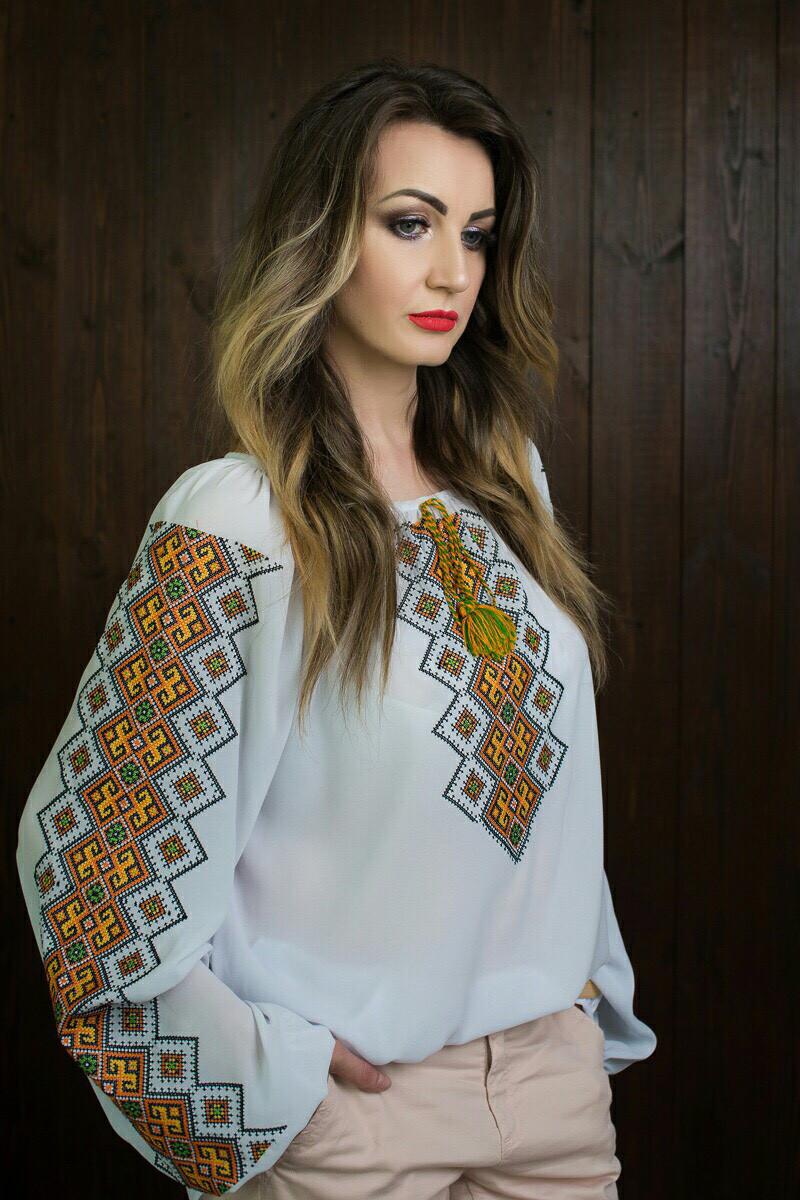 Оригинальная женская вышитая блузка больших размеров 321