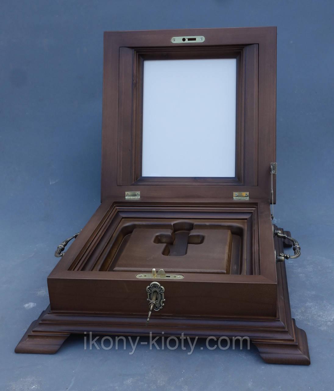 Ковчег их ольхи для хранения Святых мощей с залевкашенной досточкой для иконы.