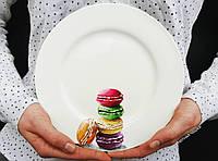 """Фарфоровая тарелка с ручной росписью """"Макаронс"""""""