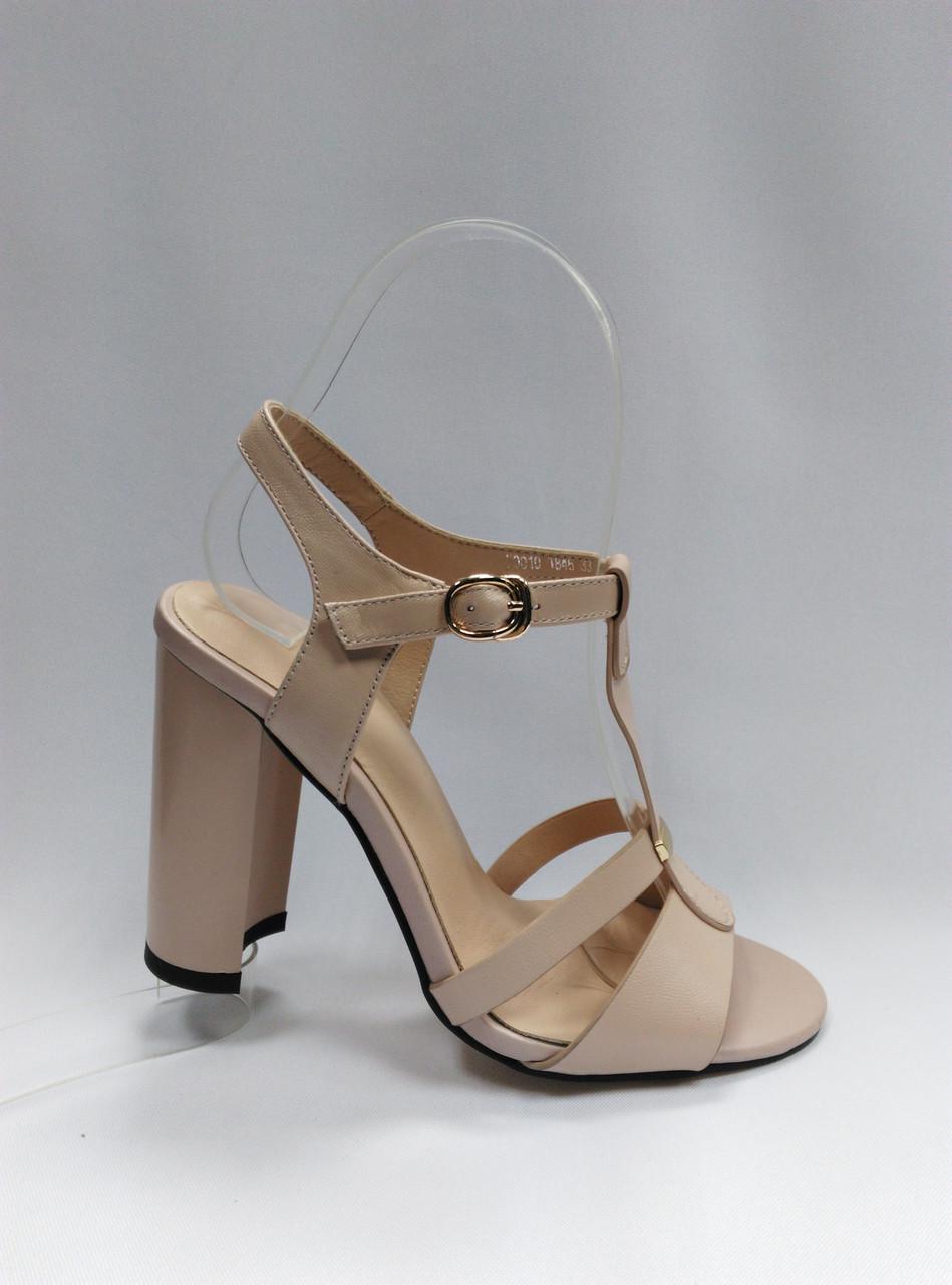 Босоножки кожаные на каблуке. Маленькие размеры (33 - 35).