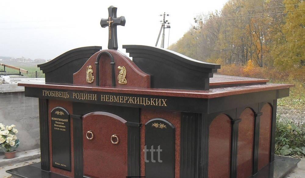 Склеп с крестом из красного гранита №8