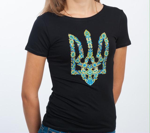 Женские вышитые футболки