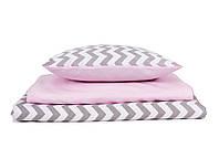 Постель в детскую кроватку «Серые шевроны с нежным розовым»