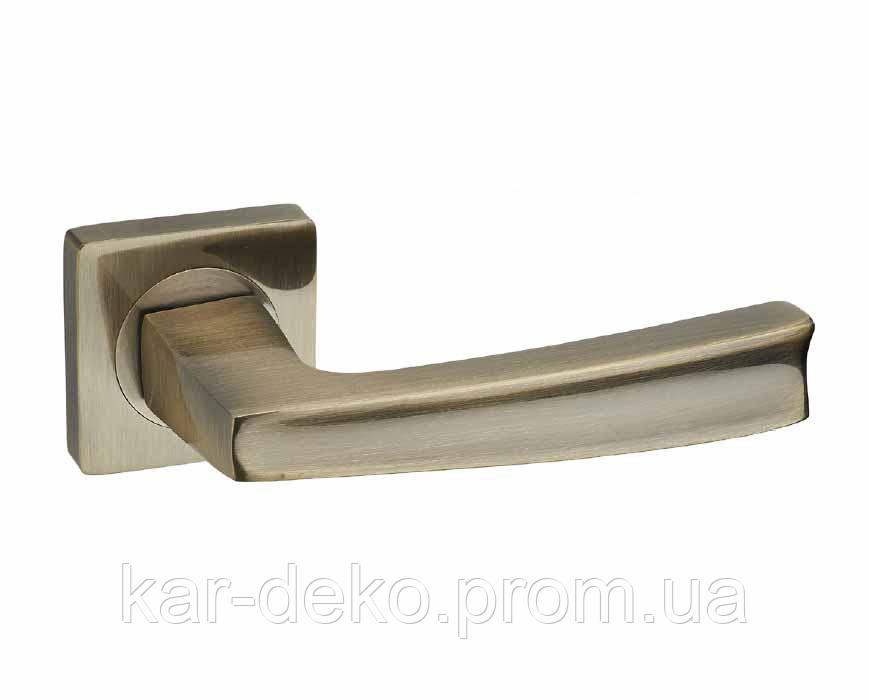 Ручка дверна на розетці Кедр