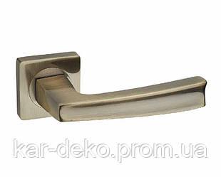 Ручка дверная на розетке Кедр