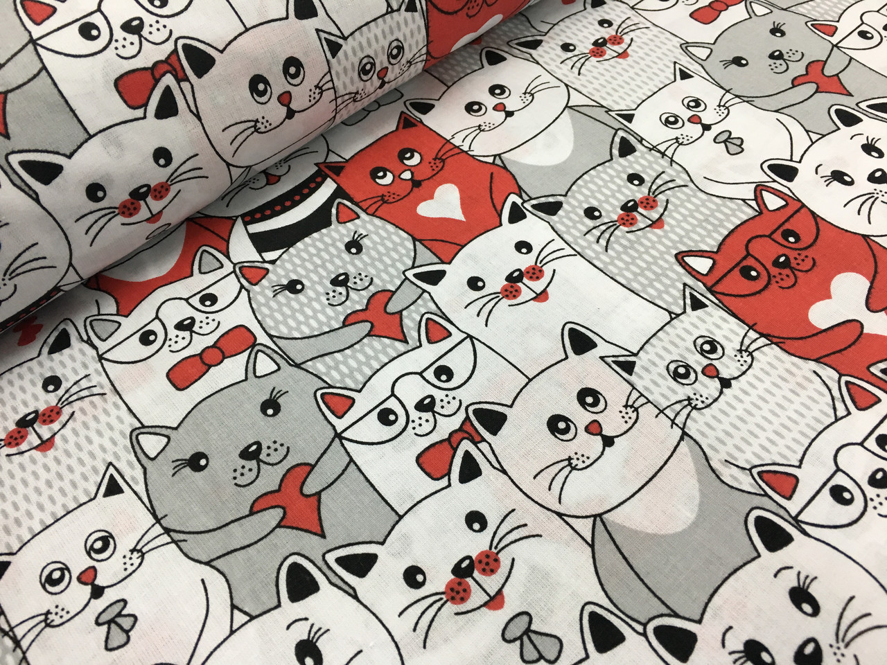 """Польская хлопковая ткань """"коты серо-красные"""""""