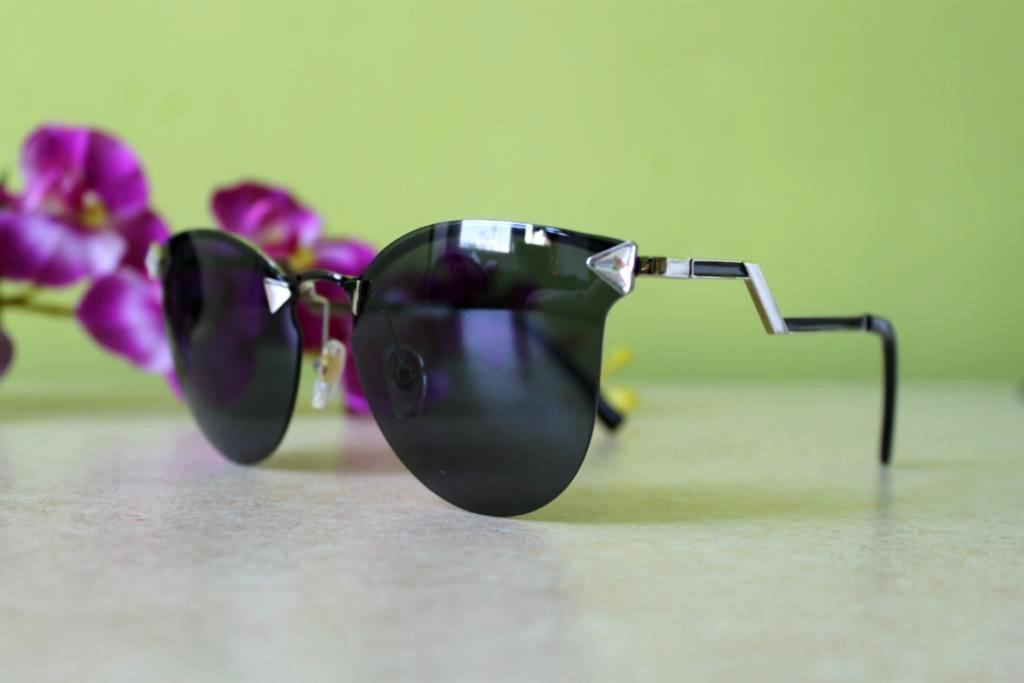 Солнцезащитные очки Fendi Iridia  (черные)