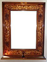 Зеркало в деревянной раме с полочкой