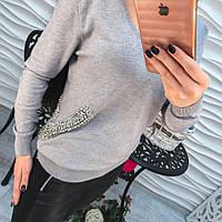 Женский стильный свитер со стразами в цапах