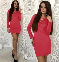 Женское короткое платье с люверсами