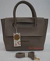 Женская сумка из эко кожи с перекидным клапаном таупе