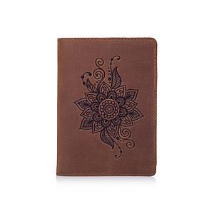 Обложка для паспорта с матовой натуральной кожи цвета глины с художественным тиснением