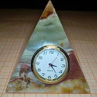 Пирамида с часами из оникса 8*7,3см