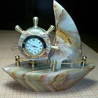 Кораблик с часами из оникса 11*13см