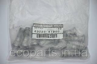 Шпилька колесная предняя Nissan Leaf