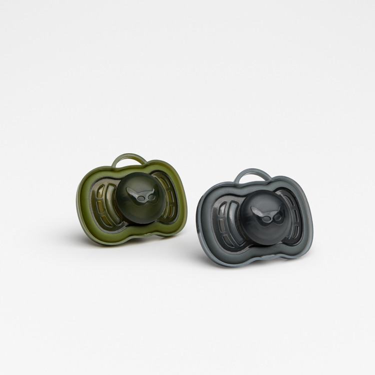 Herobility - Набор пустышек HeroPacifier 0-6 месяцев, цвет зеленый и черный, 2 шт.