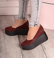 Замшевые туфли на платформе цвета бордо