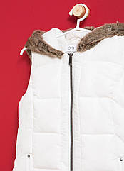 Жилетка с капюшоном на хутре OVS для девочки белый 9-10 л./140 см