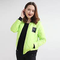 Яркая молодежная женская куртка салатового цвета