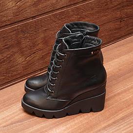 81772| Женские ботинки -демисезонные на высокой танкетке и шнуровке. Черные из натуральной кожи