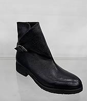 Женские кожаные высокие модные ботинки на низком каблуке
