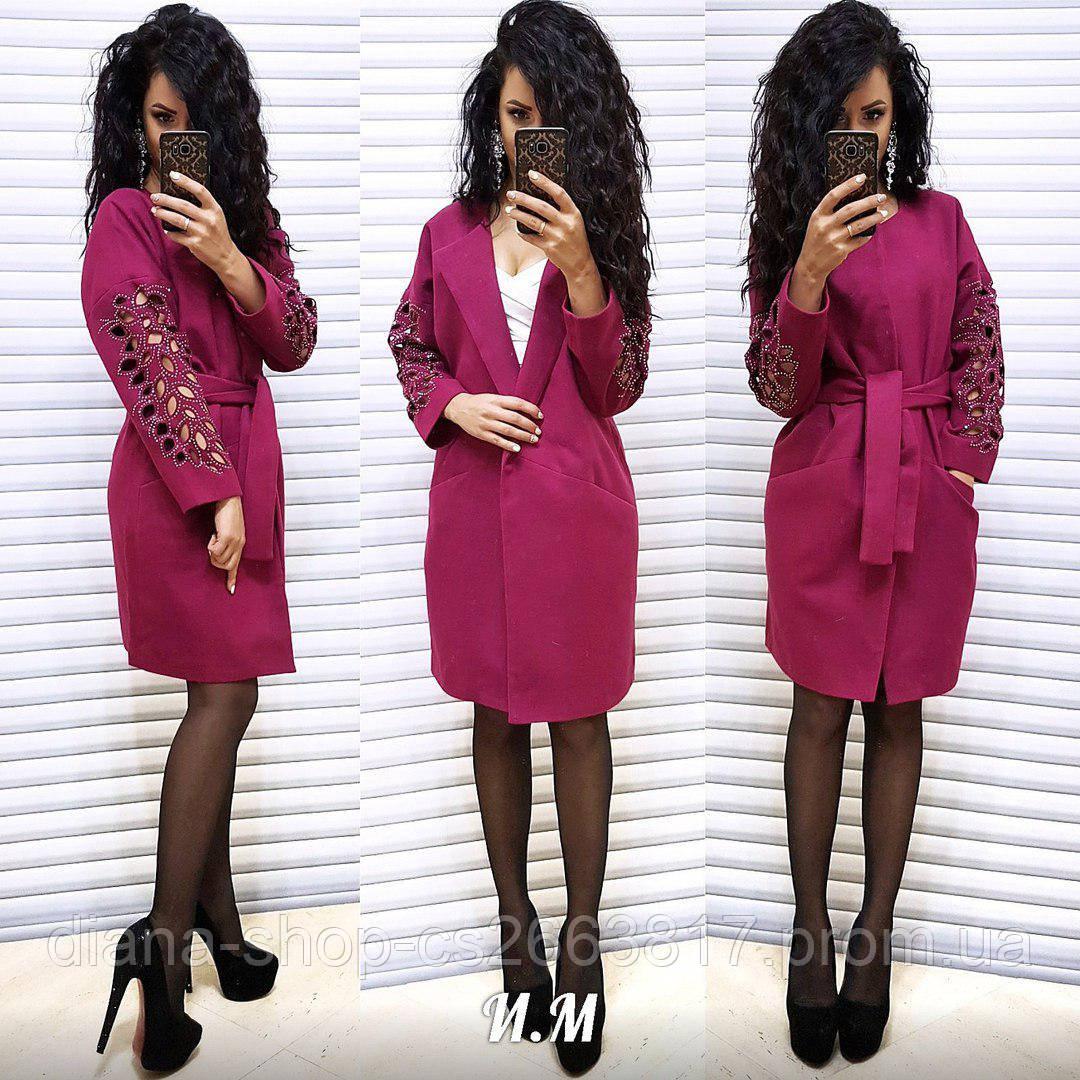 Платье с накладными цветами