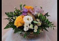 Восхитительный  корзинка с живыми цветами.