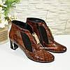 Стильные женские зимние ботинки, декорированы стразами и фурнитурой, кожа крокодил, фото 4