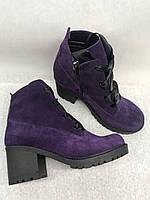 Фиолетовые замшевые ботинки на шнурках на толстом каблуке
