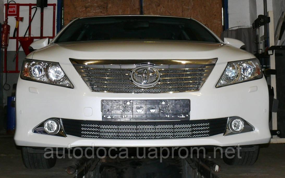 Декоративно-защитная сетка радиатора Toyota Camry фальшрадиаторная решетка, бампер