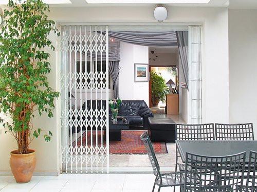 Сдвижные решетки на двери