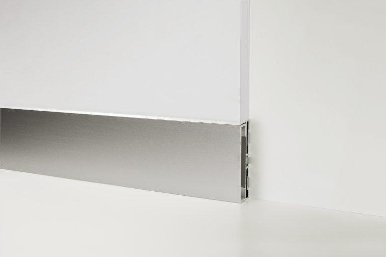 Плинтус алюминиевый встраиваемый в стену Profilpas Metal line модель 87/6 базовый профиль + 88/16 вставка