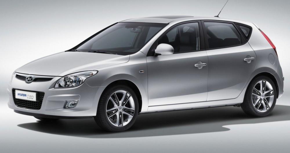 Лобовое стекло Hyundai і30 5-Д с местом под датчик (2006-2012)