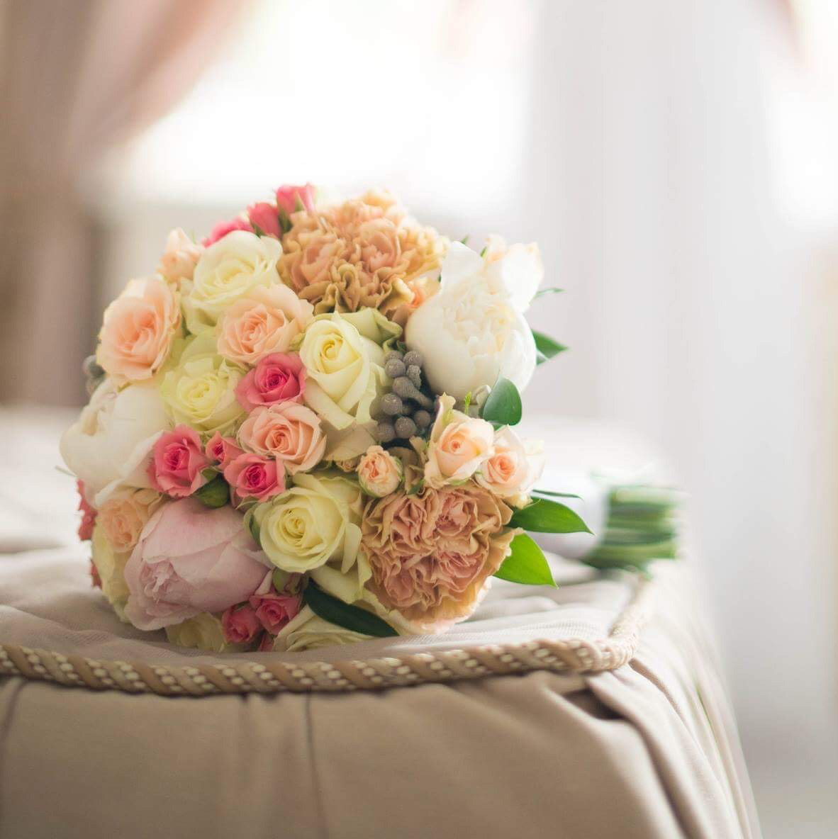 Розовых розочек, стильный букет невесты киев