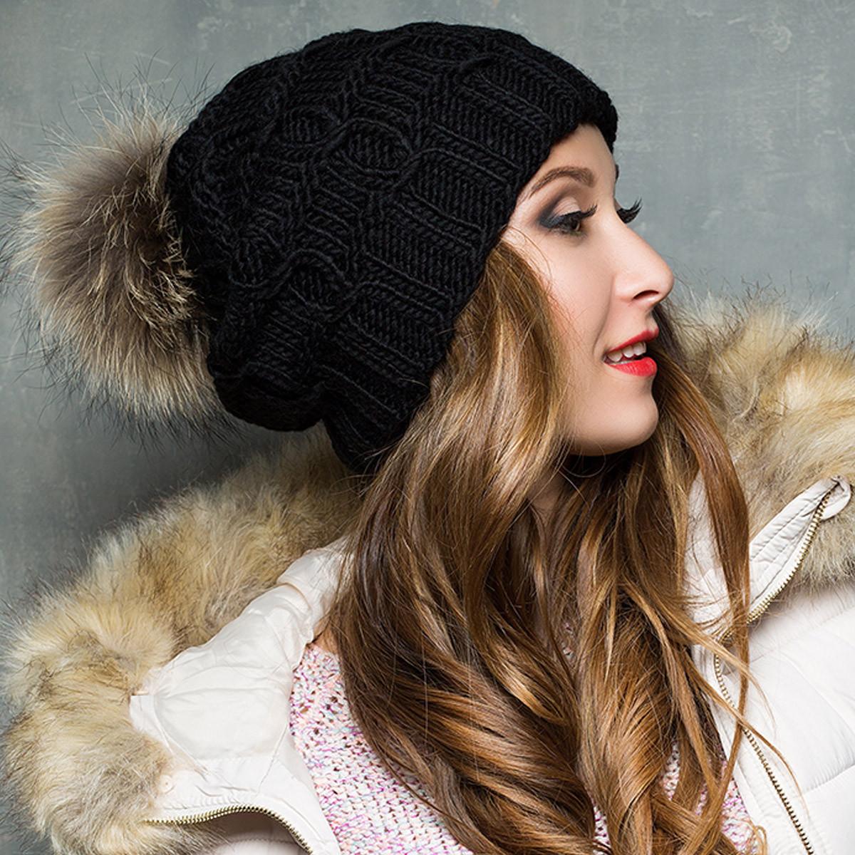 Черная вязаная шапка зимняя с натуральным помпоном