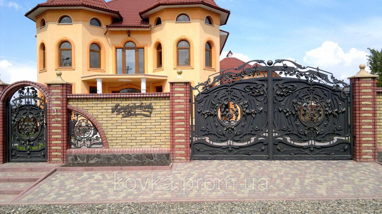 Кованые распашные ворота с калиткой, код: 01073