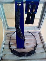 Комплект удлиненные  серьги - кисточки с черными камнями,  колье и браслет, высота 9 см.