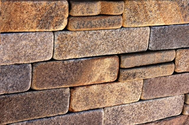 Плитка з каменю з тесаним краями