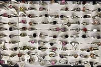 Кольцо металлическое с камнями