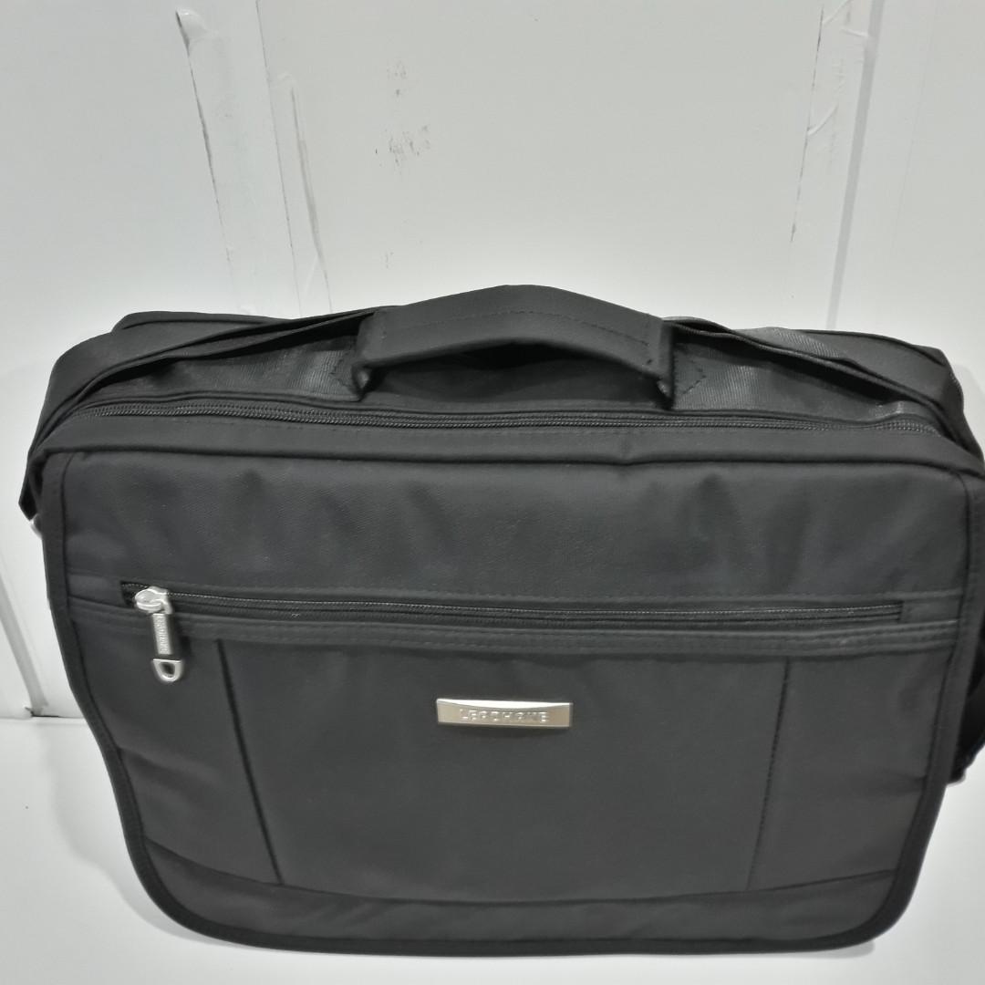 514c11261e52 Практичная, рабочая сумка, универсальная модель. Отдел для документов и  ноутбука. Крепкая и