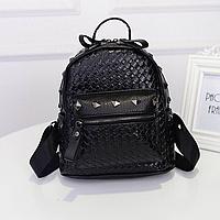 c98375faaf9f Женский подростковый рюкзак с заклёпками и плетёным рисунком.