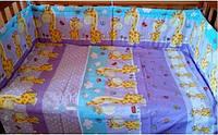 Защита бампер в детскую кроватку  из двух частей Жирафики фиолетовый